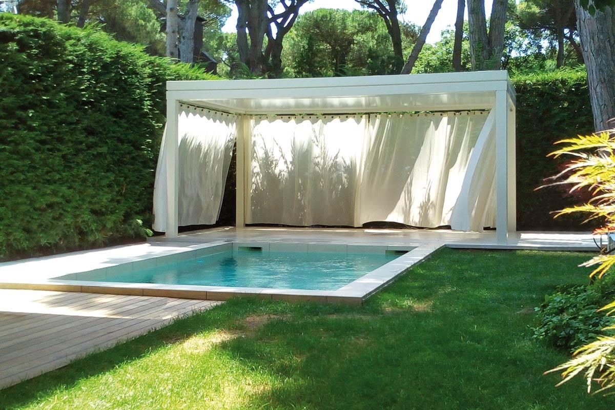 pergole-autoportanti-qbox-fisso-bordo-piscina